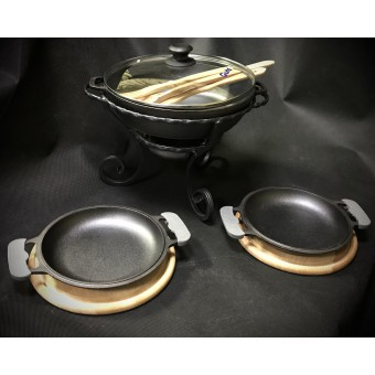 Садж с чугунной сковородой+ две порционные сковороды на деревянной подставке