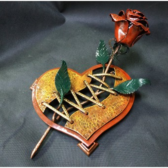Кованая роза на подставке 0003